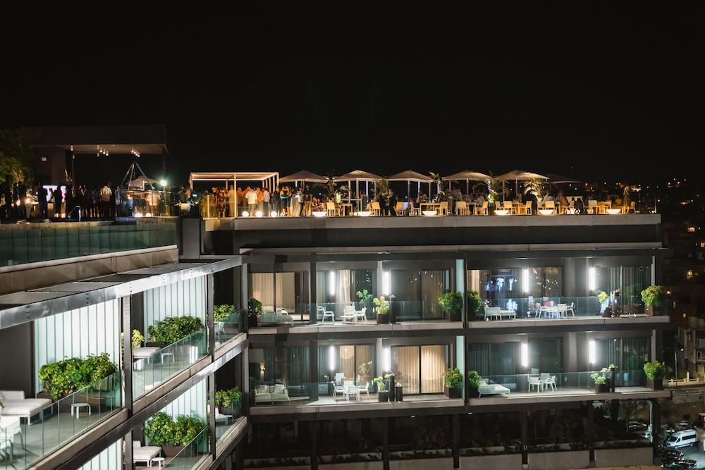 https://i.travelapi.com/hotels/1000000/490000/481600/481565/e5dc00bc_z.jpg