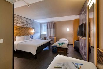 Double Room, Multiple Beds (New Sleep Easy Concept)