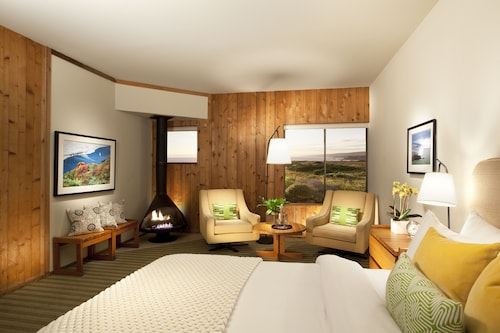 . Sea Ranch Lodge