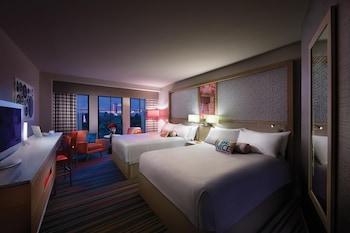Room, 2 Queen Beds, Non Smoking, Garden View