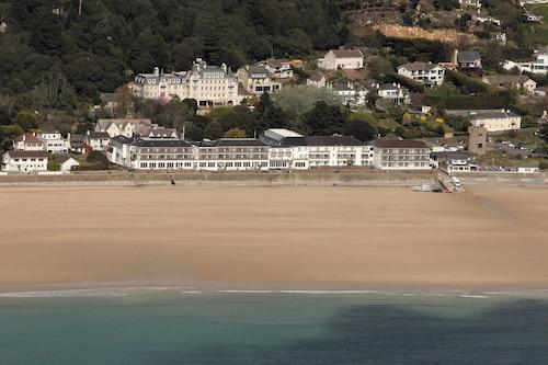 . L'Horizon Beach Hotel & Spa