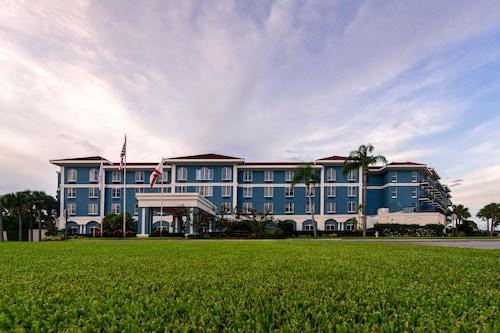 . SEVEN Sebring Raceway Hotel