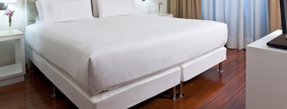 https://i.travelapi.com/hotels/1000000/490000/487100/487066/4a3d7912_z.jpg