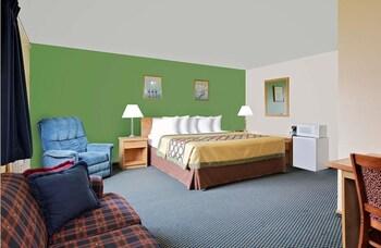 Suite, 1 King Bed, Smoking
