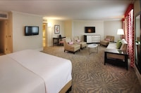 Suite, 1 King Bed (Coral Junior Suite )