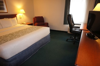 Suite, 1 King Bed, Non Smoking (Two-Room Suite)