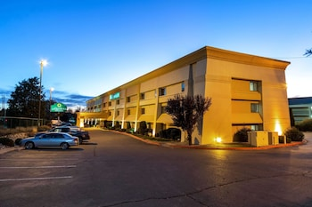 阿爾布開克日報中心西北溫德姆拉昆塔套房飯店 La Quinta Inn & Suites by Wyndham Albuquerque Journal Ctr NW