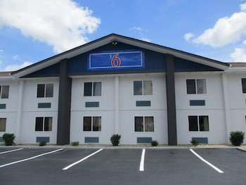 Motel 6 Chattanooga, TN- Airport