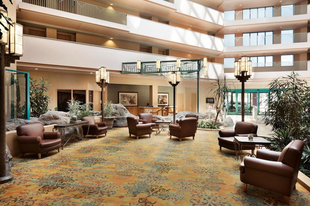 Photo of lobby atrium at the Tucson Marriott University Park in Tucson, Arizona