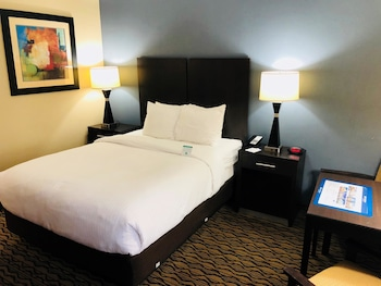 Standard Room, 1 Queen Bed, Non Smoking (Small Room)