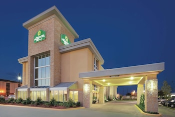 Hotel - La Quinta Inn & Suites by Wyndham Dallas I-35 Walnut Hill Ln