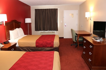 Guestroom at Econo Lodge Chesapeake Route 13 and I-464 in Chesapeake