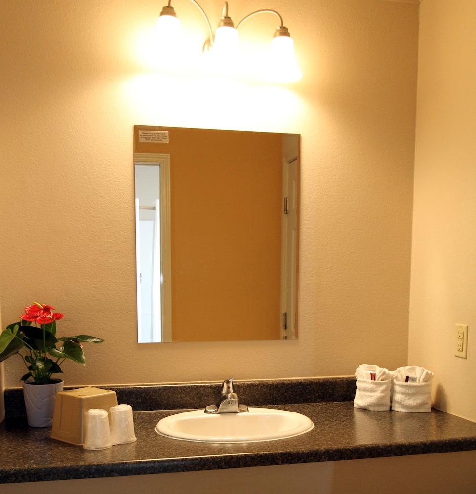 Family Garden Inn & Suites Laredo, Texas, US