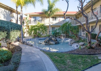 Hotel - California Suites Hotel