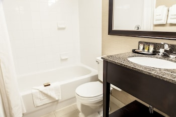 Baymont Inn & Suites Red Deer - Bathroom  - #0
