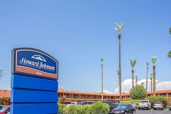 Exterior at Howard Johnson by Wyndham Phoenix Airport/Downtown Area in Phoenix