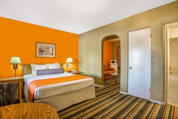 Guestroom at Howard Johnson by Wyndham Phoenix Airport/Downtown Area in Phoenix