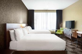 Room, 2 Queen Beds (Roll-in Shower)