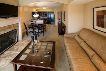 Suite, 1 Bedroom, Fireplace, Resort View