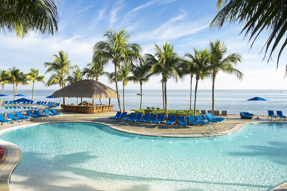 https://i.travelapi.com/hotels/1000000/50000/40800/40732/13c3aa00_z.jpg