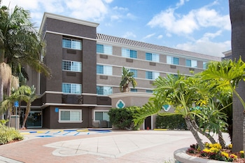 Hotel Entrance at Comfort Inn & Suites San Diego - Zoo SeaWorld Area in San Diego