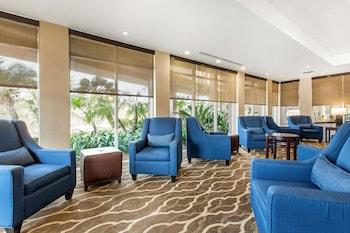 Lobby Sitting Area at Comfort Inn & Suites San Diego - Zoo SeaWorld Area in San Diego
