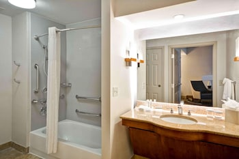 Suite, 1 King Bed with Sofa bed, Accessible (Bathtub)