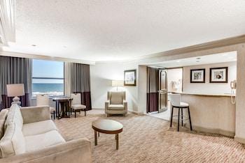 Dennis Tower Premium Suite King Non-Smoking