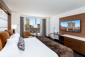 Premier Room, 1 King Bed, View