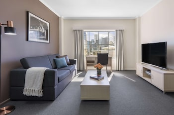 1 Bedroom City Skyline , No Housekeeping