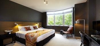 Superior Room, 1 Queen Bed (Heritage)