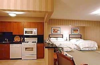 Studio, 2 Queen Beds, Kitchen