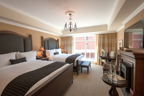 Oak Bay Beach Hotel, Capital