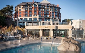 Hotel - Oak Bay Beach Hotel