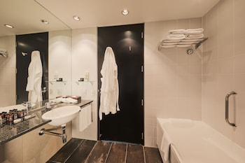Skycity Hotel - Bathroom  - #0