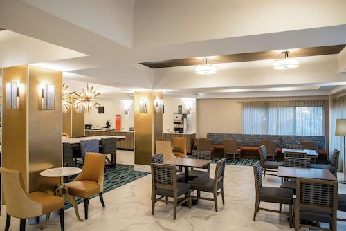 . Hampton Inn & Suites Jackson-Coliseum