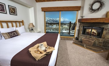 Suite, 2 Bedrooms, Mountain View