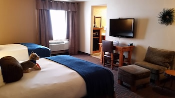 Room, 2 Queen Beds, Connecting Rooms, Courtyard Area (Stair Access Only)