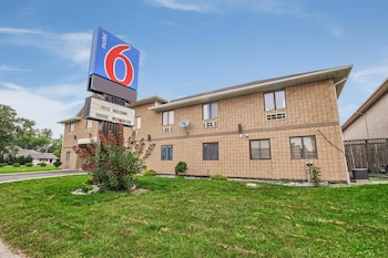 Motel 6 Windsor Ontario photo