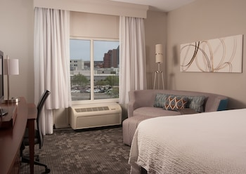 Guestroom at Courtyard Charleston Waterfront by Marriott in Charleston