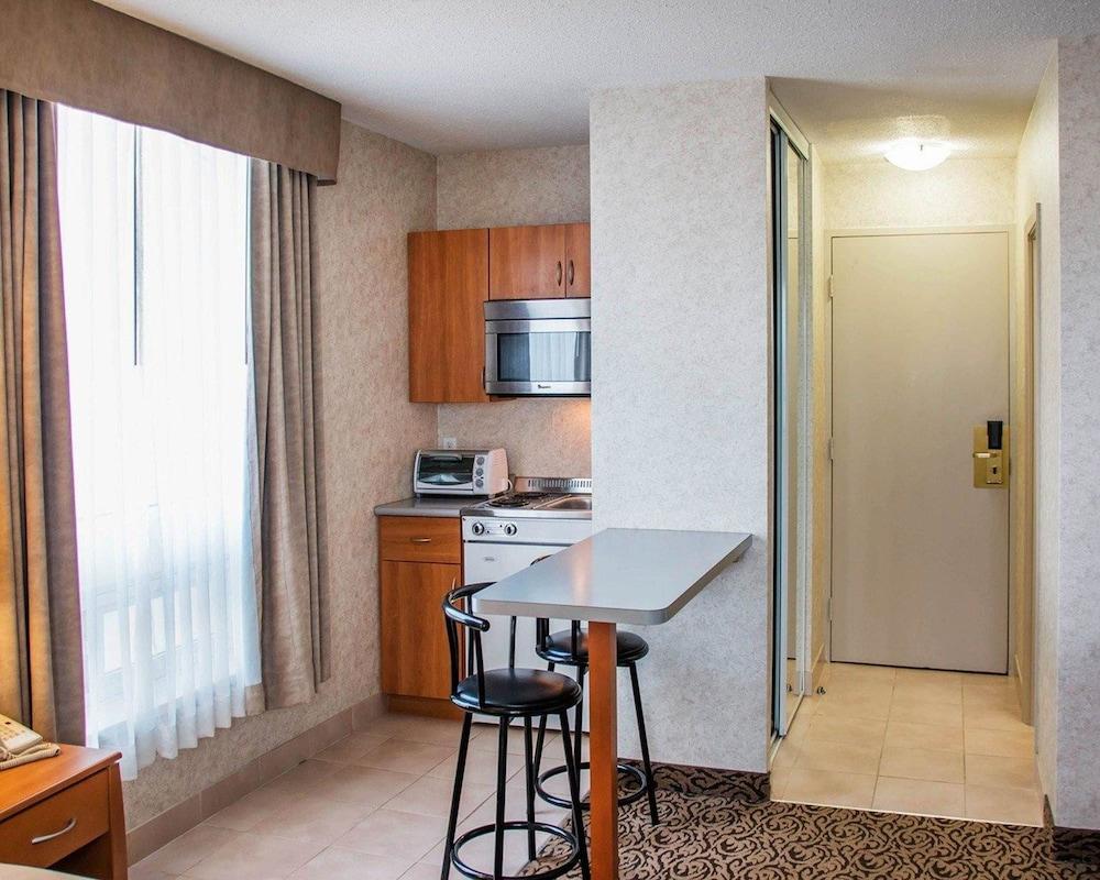 Quadruple Room, City View (Newer)