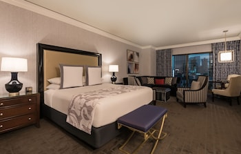 Augustus Premium Room, 1 King Bed, Non Smoking, Strip View