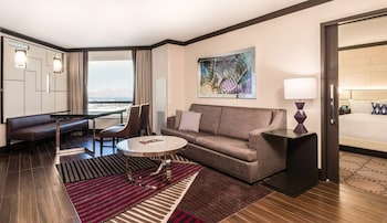 Valley Tower Executive Suite, 2 Queen Beds, Non-Smoking