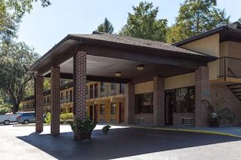 塔拉赫西溫德姆豪生飯店 Howard Johnson by Wyndham Tallahassee
