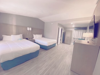 Standard Room, 2 Queen Beds, Balcony