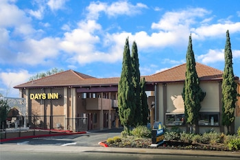 Days Inn by Wyndham Pinole Berkeley photo
