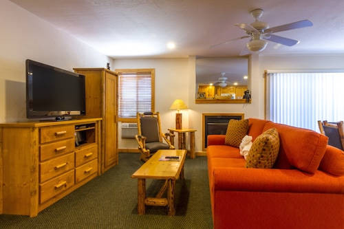 Red Wolf Lodge At Squaw Valley, Placer