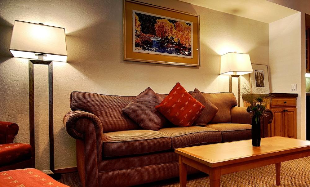https://i.travelapi.com/hotels/1000000/50000/41700/41620/7e8c2b3f_z.jpg