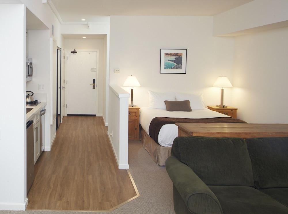 https://i.travelapi.com/hotels/1000000/50000/41700/41620/99fa3210_z.jpg