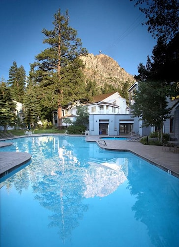 . Squaw Valley Lodge